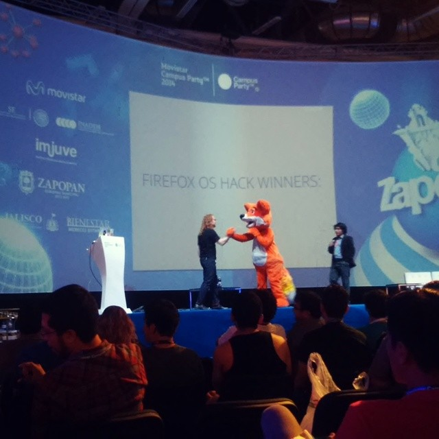 fox handshake-campusparty